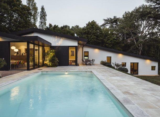 Maison moderne en été à Lyon